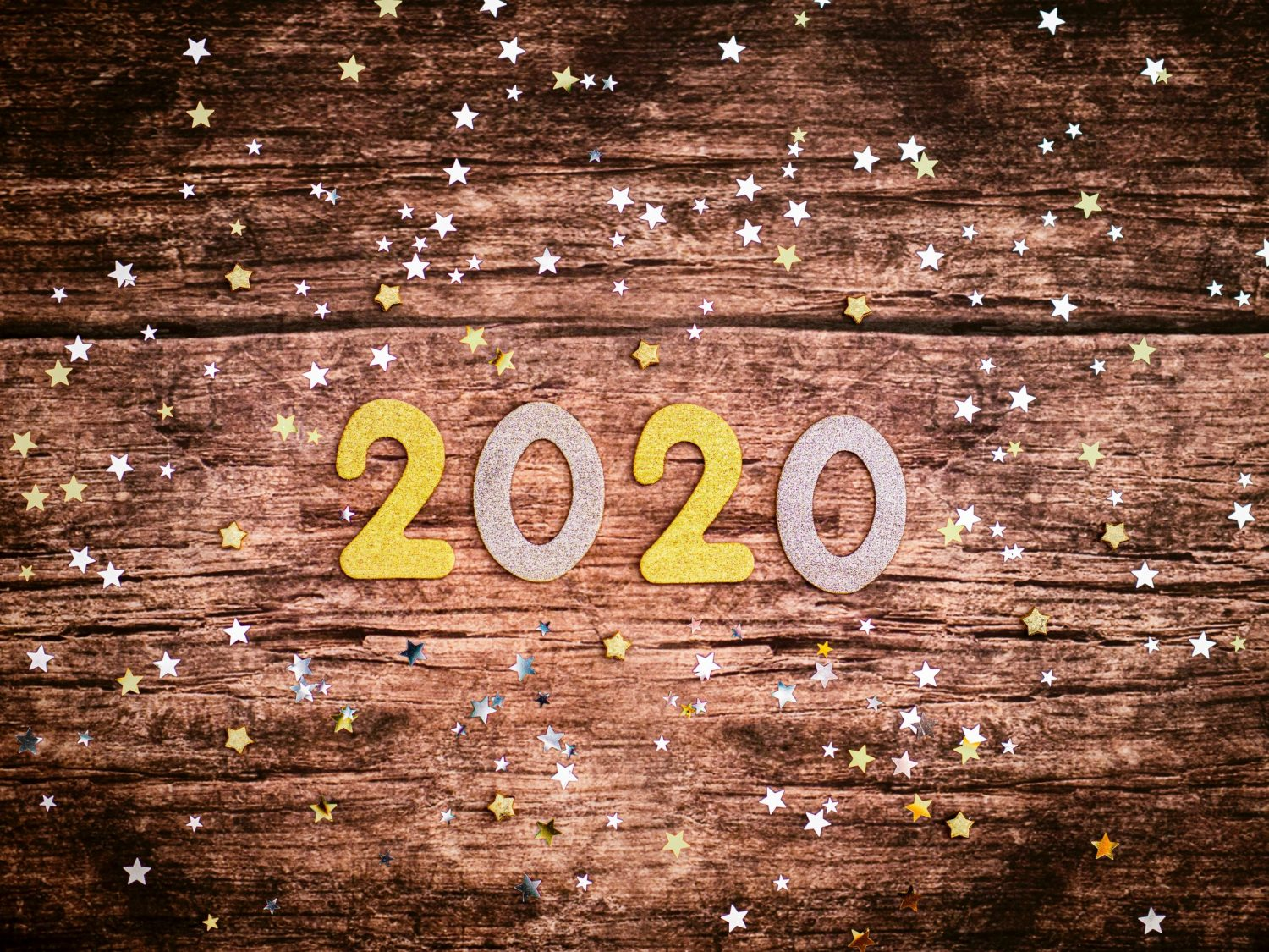 2020 with sparkles surrounding